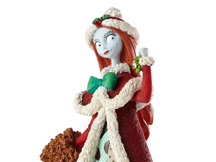 Nightmare Before Christmas Disney Showcase Couture de Force Holiday Sally  Figurine