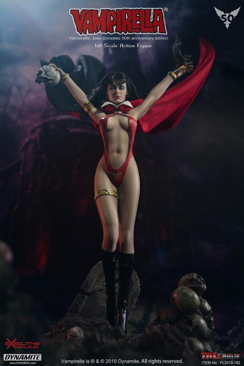 Vampirella with CauldronResin Figure Model Kit 1//6th Scale