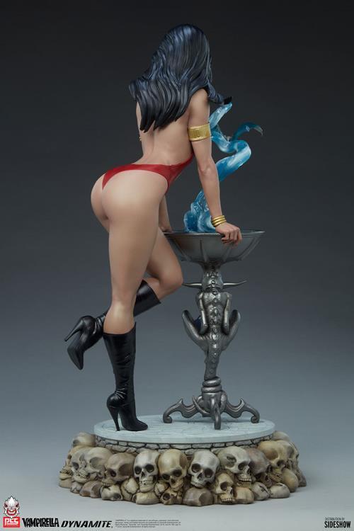 Premium Collectibles Studio : Vampirella 1:3 Scale Statue C9471f21-579f-4462-9b80-f6ff229c4017