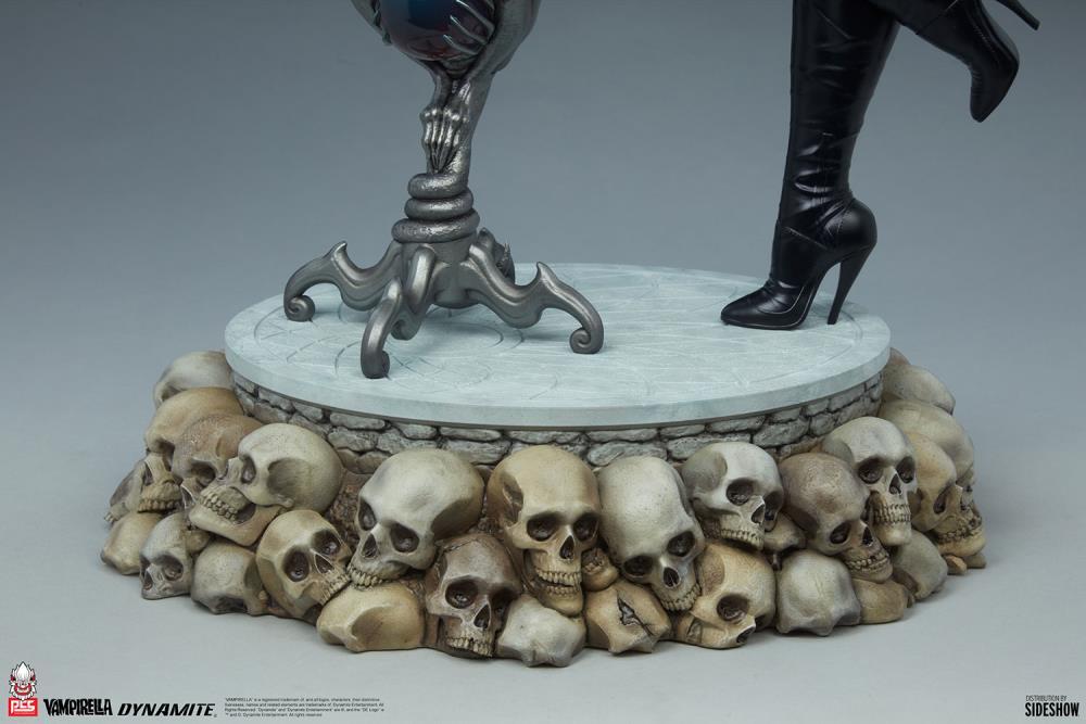 Premium Collectibles Studio : Vampirella 1:3 Scale Statue Ebc2d2bb-2c1a-42a0-a52e-1fb331cd04e0