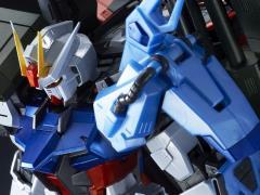 Gundam MG 1/100 Perfect Strike Gundam (Special Coating) Exclusive Model Kit