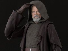 Star Wars S.H.Figuarts Luke Skywalker (The Last Jedi) Exclusive