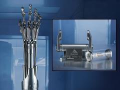 Terminator 2: Judgment Day T-800 Endoskeleton Arm and Brain Chip Life-Size Collectible Set