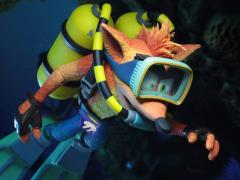 Crash Bandicoot Crash With Scuba Gear Deluxe Figure