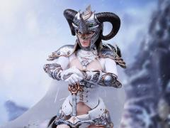 Silver Huntress 1/6 Scale Figure SHCC Exclusive
