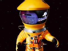 2001: A Space Odyssey Deform Real Discovery Astronaut (Yellow)