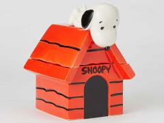 Peanuts Snoopy on Dog House Cookie Jar