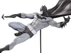 Batman Black and White Limited Edition Statue (Doug Mahnke)