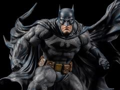 Batman: Hush Iconic Cover Art Batman 1/6 Scale Limited Edition Statue