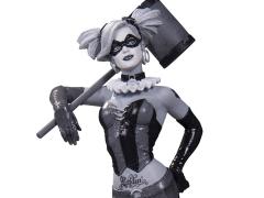 Batman Black and White Harley Quinn Statue (Lee Bermejo)
