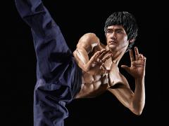 Bruce Lee Tribute Statue