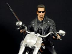 Terminator 2 T-800 on Motorcycle 1/4 Scale Limited Signature Edition Statue
