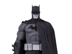 Batman Black and White Armored Batman (V.3) Limited Edition Statue (Jim Lee)