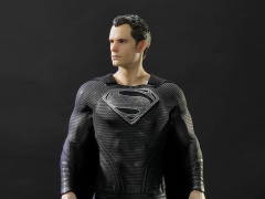 Batman v Superman Museum Masterline Superman (Black Suit Ver.) 1/2 Scale Statue