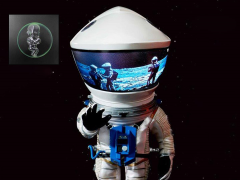 2001: A Space Odyssey Deform Real Discovery Astronaut (Silver) With Monolith & Star Child