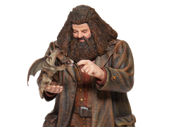Wizarding World of Harry Potter Hagrid & Norberta Figurine