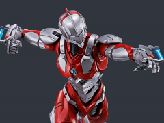 Ultraman Figure-rise Standard Ultraman (B Type) Action Ver. Model Kit