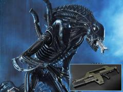 Aliens Premium Masterline Warrior Alien Deluxe Statue with Bonus